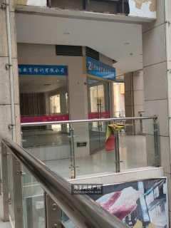 万昌广场 旺铺出租 面积大  可单租整租